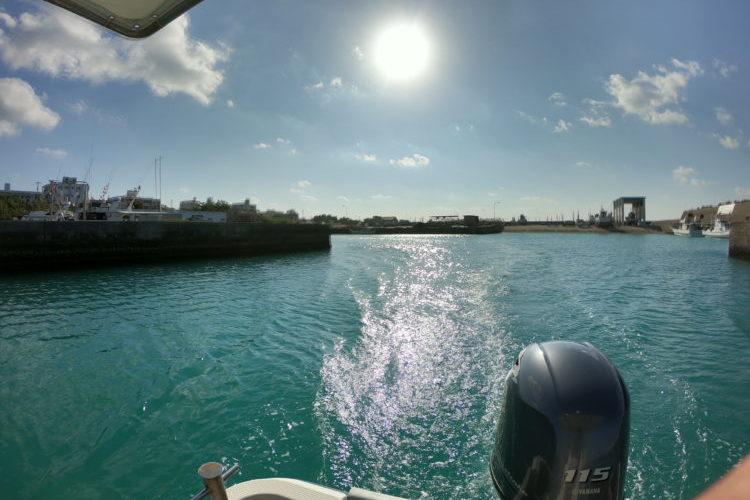 沖縄読谷都屋漁港から出航
